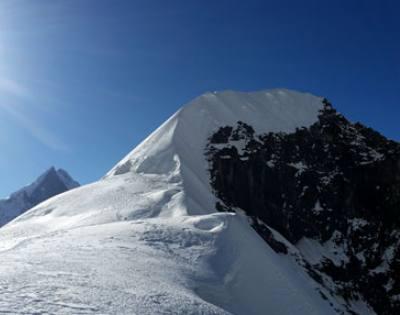 Tent Peak (Tharpu Chuli) [5,695m/18,684ft]